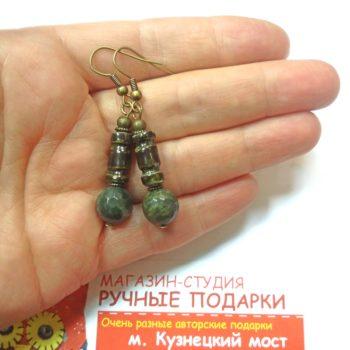 Керамика с камнем серьги