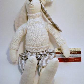 Игрушка заяц в свитере